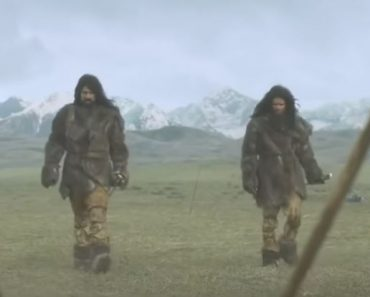 43,000 years ago Homo sapiens advanced hunting [CG of the birth of man]